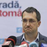 Ministrul Sănătăţii, Vlad Voiculescu şi-a programat părinţii pentru vaccinarea anti-COVID-19